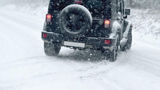 Conduire en hiver : Et si nous passions de la théorie à la pratique?